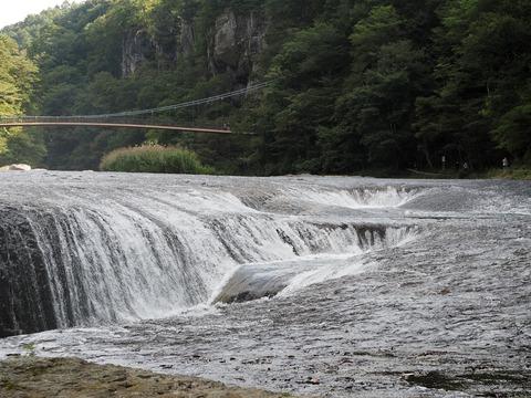 246 全国でも類を見ないタイプの滝だ。