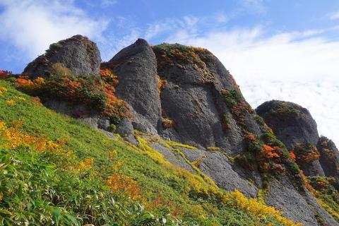 128 摩利支天岳と剣ヶ峰と大日岳が見えている様だ。