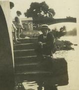 1930年7月6日セエヌ河の○麻○上流の中洲でWEB