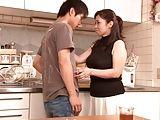 巨乳 人妻 熟女 フェラ 手コキ ぶっかけ 近親相姦 巨乳 近親相姦 ご褒美 息子 リビング 巨乳ママ