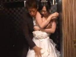 結婚式当日にウェディングドレスを着た花嫁を襲っちゃう元カレ!