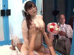 結婚式をあげたばかりの花嫁がマジックミラー号に乗車して寝取られる!