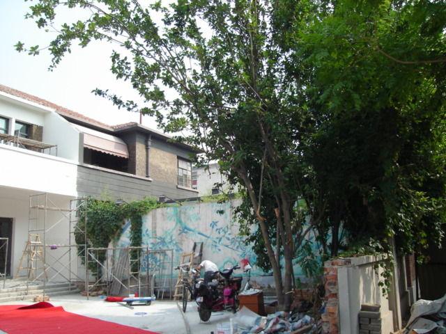 3.厳修旧居の右側