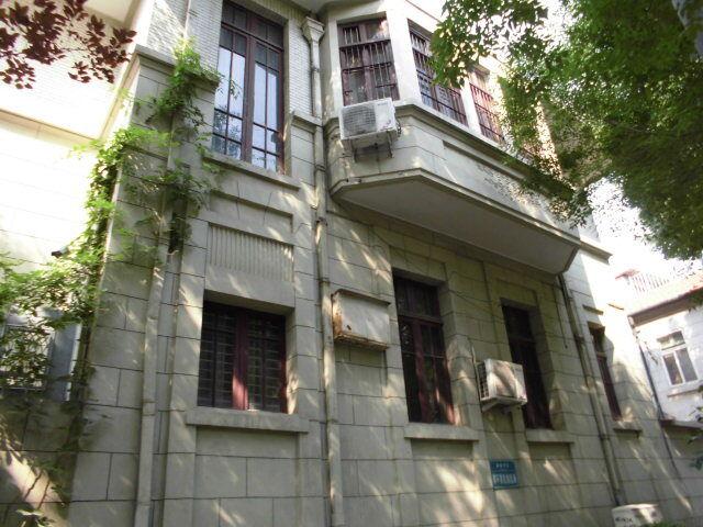 8.旧居の右側面