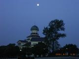 龍翔館と月
