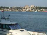 三国湊の中心部を対岸から見る