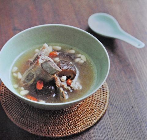 クコの実・松の実と豚肉のスープ