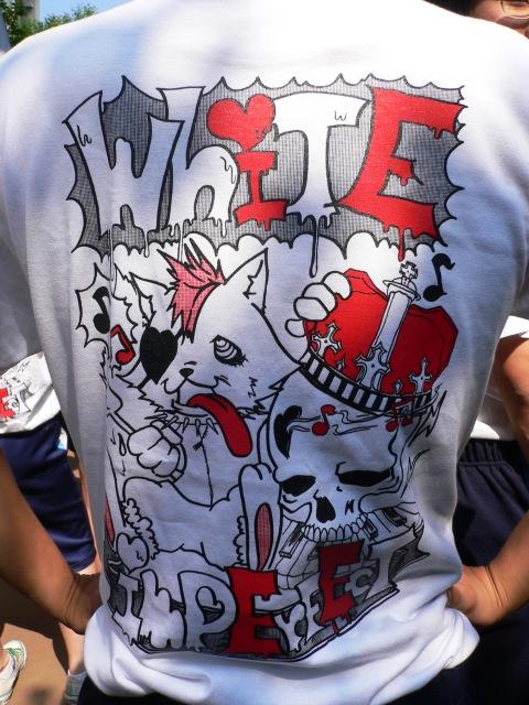 TシャツE