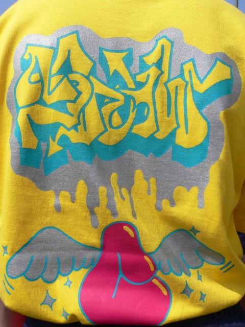 TシャツC