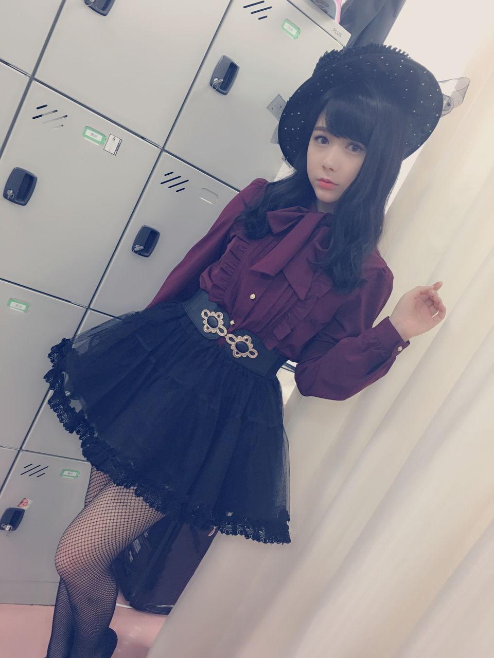 可愛い衣装と帽子をかぶっている村重杏奈の画像♪