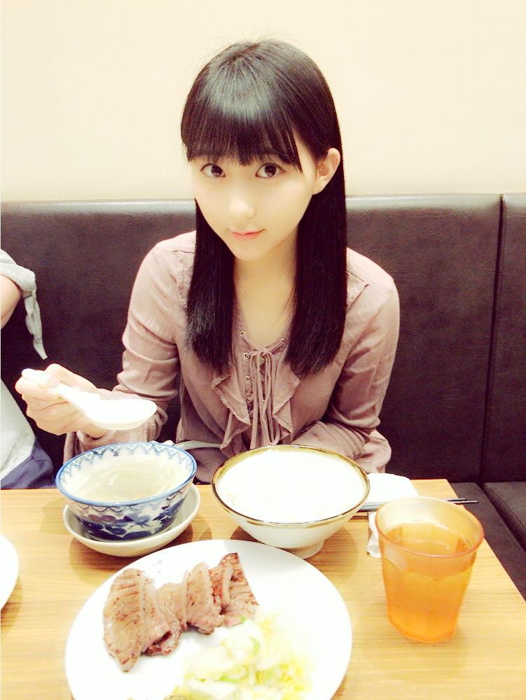 食事をしている可愛い田中美久の画像♪