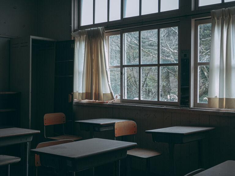 中学の教室の窓からは、牛女の話で有名なK山を見る事が出来た。