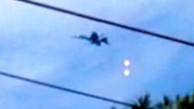 広島県市街地上空で米軍戦闘機がフレア弾を発射