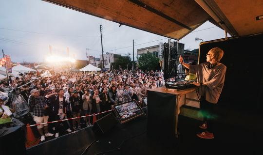 DJ・八王子Pによる町ステージショー