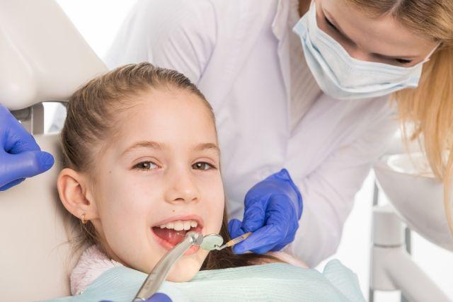 歯医者さんと女の子