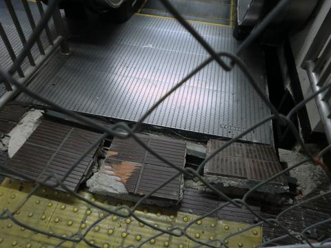 180622茨木市,南茨木駅損傷10