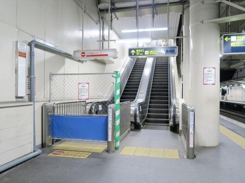 180718南茨木駅40大阪行きエスカレ@630