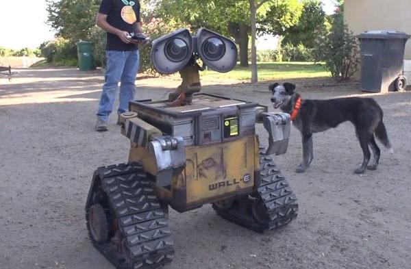 ピクサーのCGアニメ映画『WALL・E』の実物大ロボットを5年かけて制作!