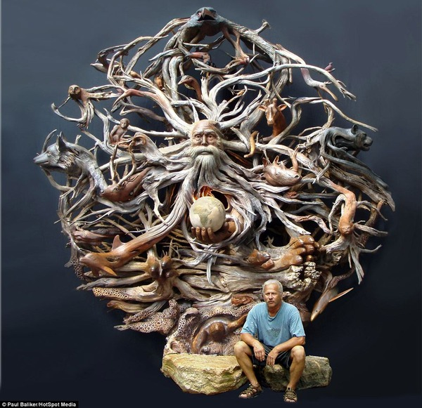 【アナタが神か?】流木を切り分け手掛けた芸術的な彫刻作品が…あまりにも神々しい…