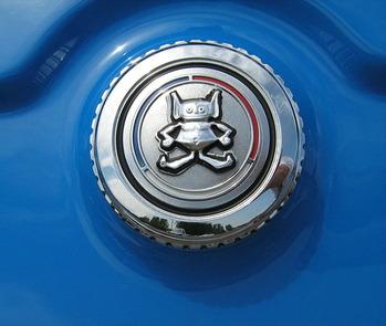 709px-AMC_Gremlin_logo_gas_cap_Cecil'10