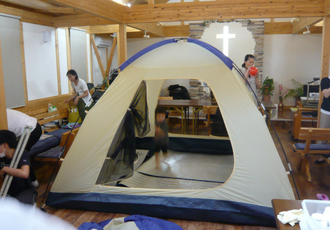 ブログ用_礼拝堂にテント