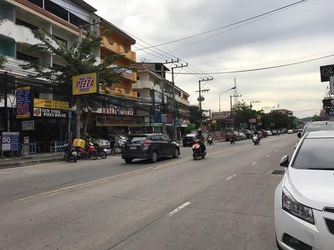 タイ・パタヤでおいしいカオソーイを食べるなら LKメトロ近く サードロード沿い Khao Soy Restaurant