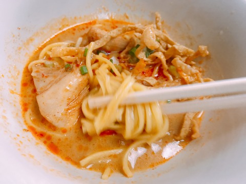 タイ・バンコク シーロム近くのカオソーイ シップソーンパンナー น้ำเงี้ยวป้าสุข ก๋วยเตี๋ยวสิบสองปันนา (Nam Ngeaw Pa Sook Sip Song Panna Noodle)