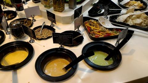 タイ バンコクのターミナル21 地下のスーパではサラダバーがある 野菜を食べたくなった時におすすめ