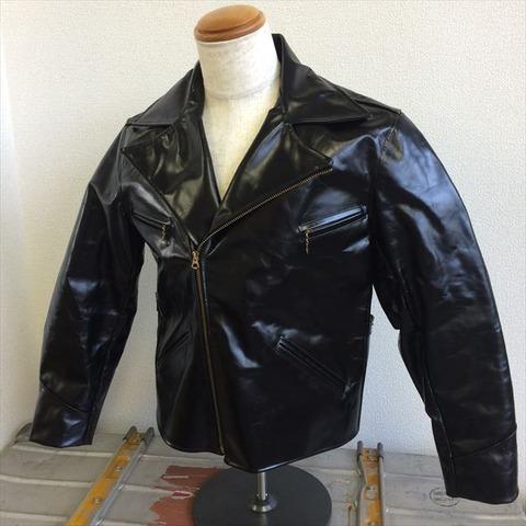 40年代アメリカの皮革素材に近いアルコヴィンテージを採用しました。