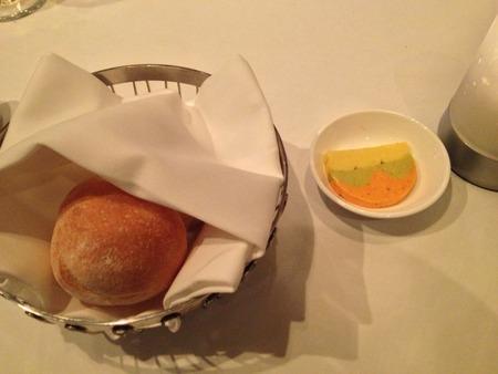 お通し的なパン