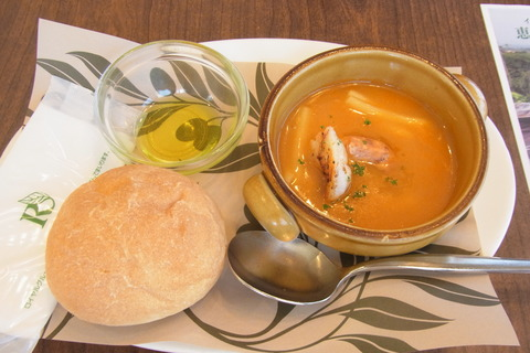 魚介スープとパン