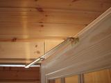 玄関室内側ドアの過開放防止ステ—