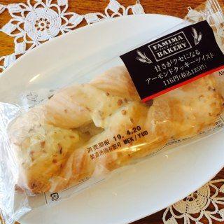 ファミリーマート 甘さがクセになるアーモンドクッキーツイスト