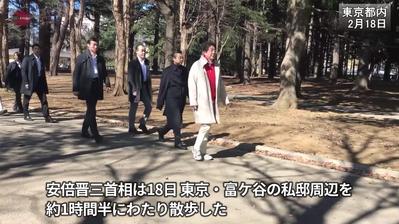 【朝日新聞】散歩中の安倍首相、ジョギング中の男性から「改憲しないで」と声をかけられたが、言葉を返さずに歩き続けた