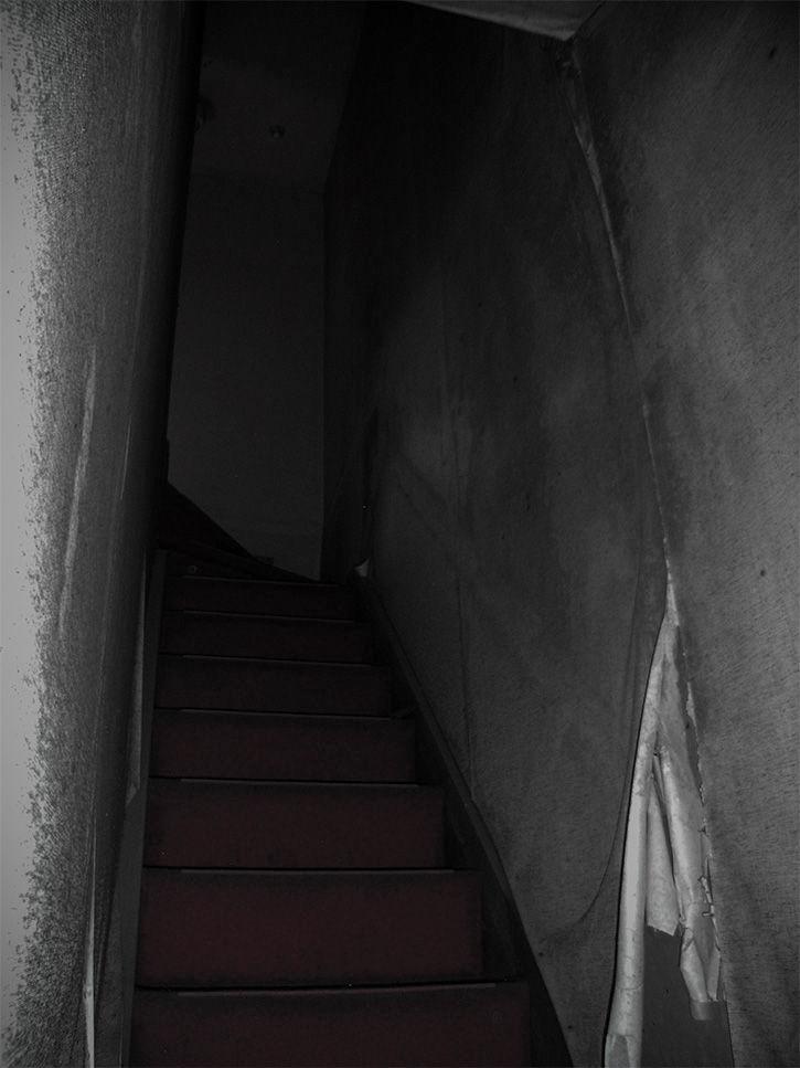 リリ 階段