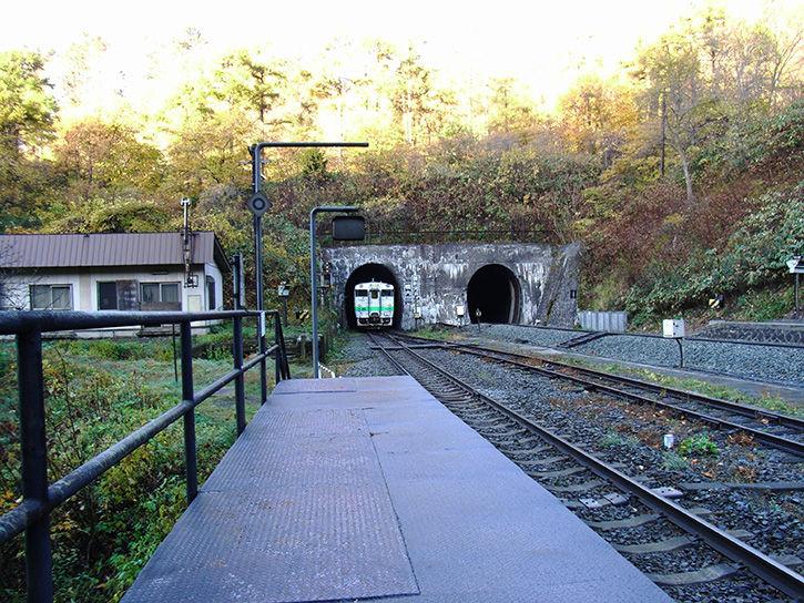 秘境駅 トンネルへ