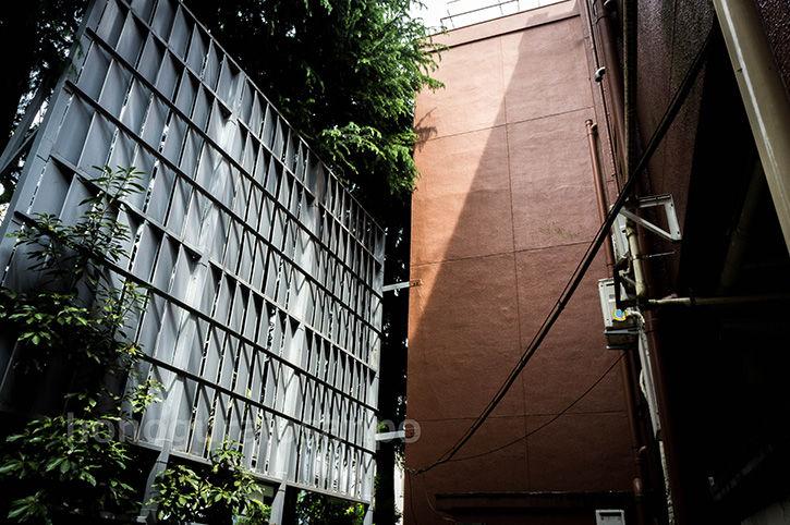 エリア8ビル 金属壁