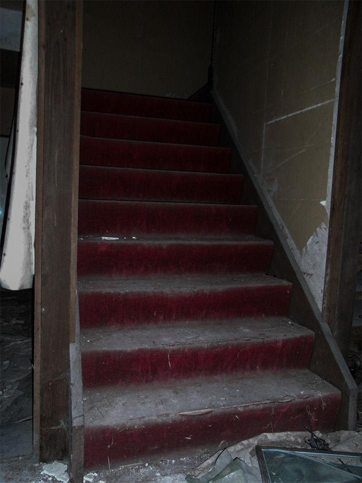 りり 階段