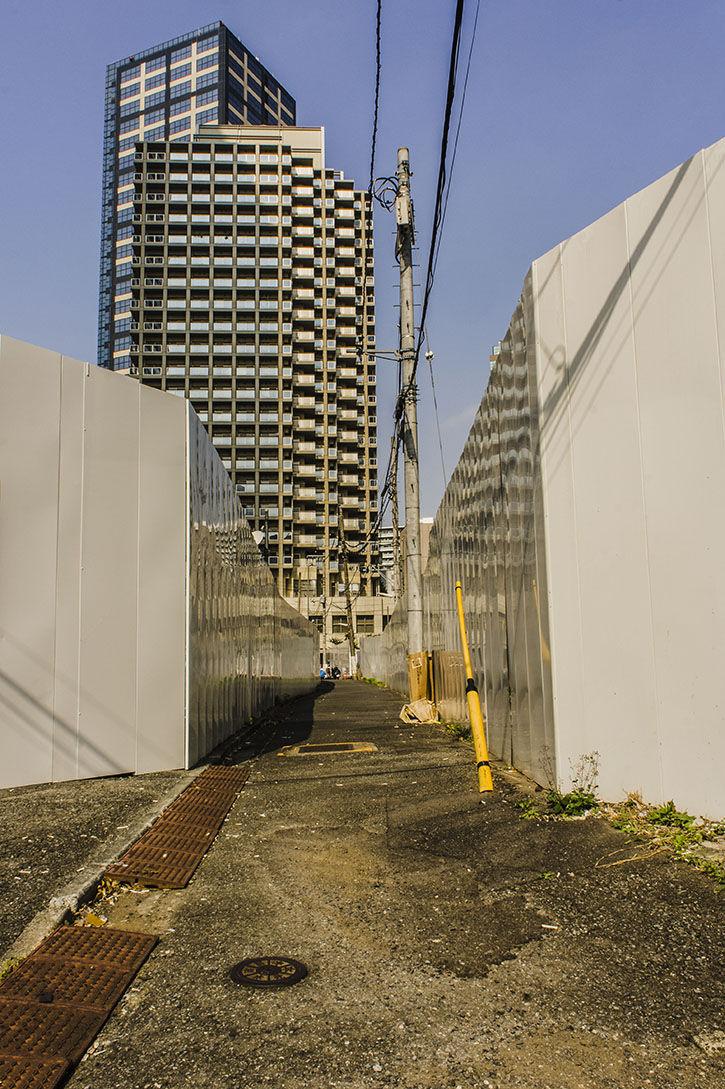 西新宿 ひろゆきハウス 白壁