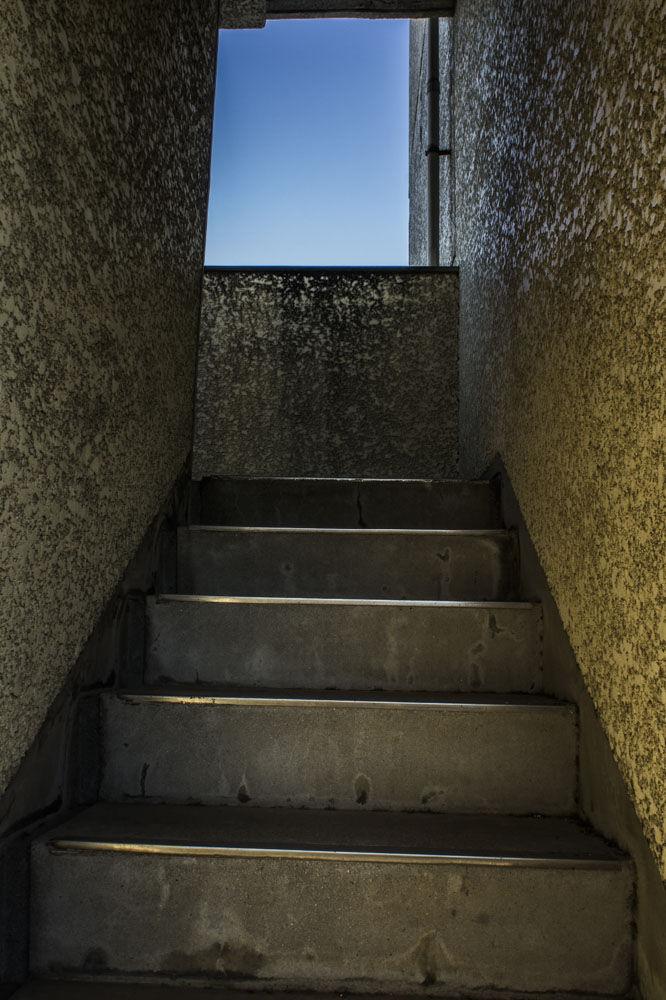 つつじヶ丘 廃アパート 2階へ