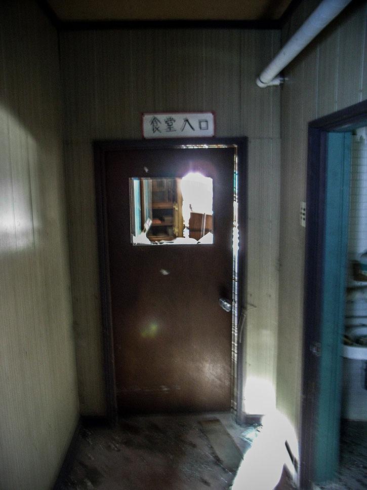 白鳥湖ホテル 食堂入り口
