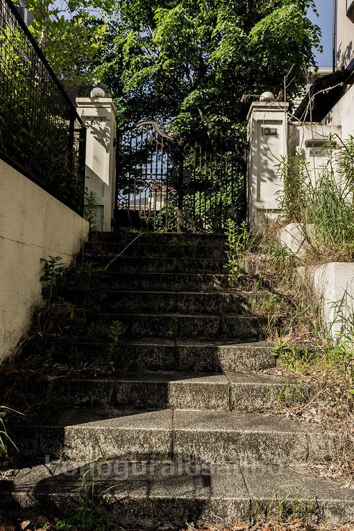 土気の物件 階段の上