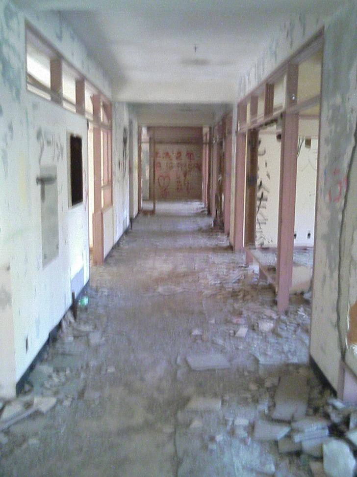 日の当たる廊下