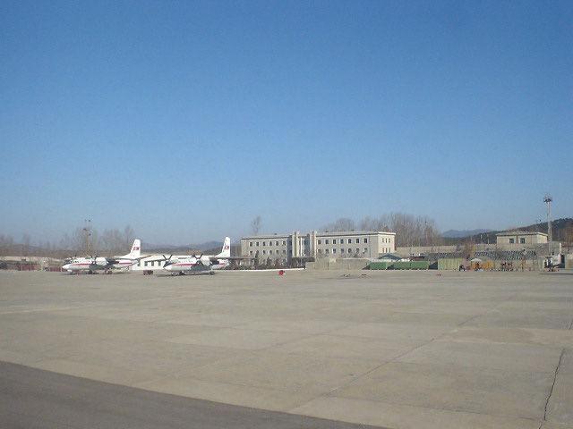 北朝鮮観光 空港滑走路