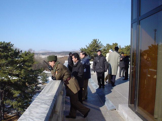 北朝鮮 展望台 兵士