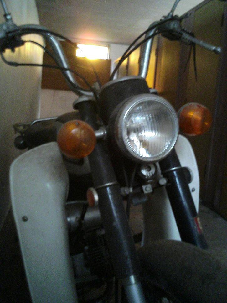 万字小学校 バイク