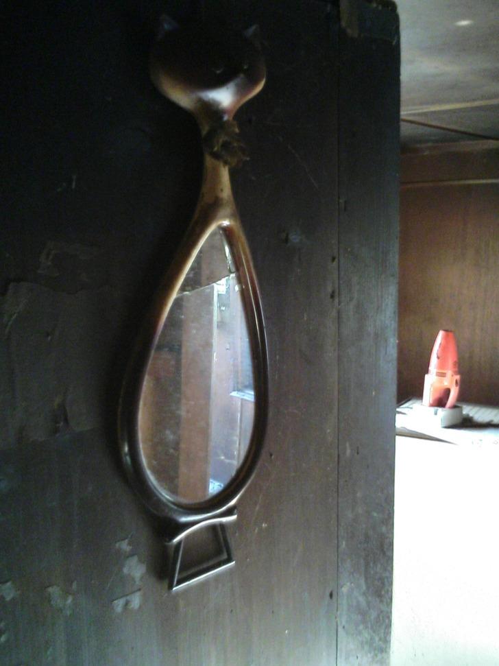 鏡とハンディークリーナー