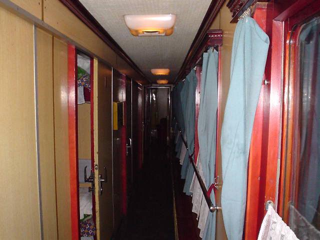 北朝鮮観光 車内通路2