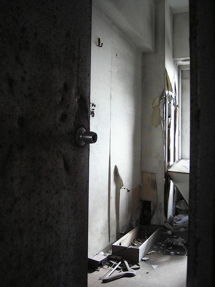 ホテルニュージャパン 錆びたドア