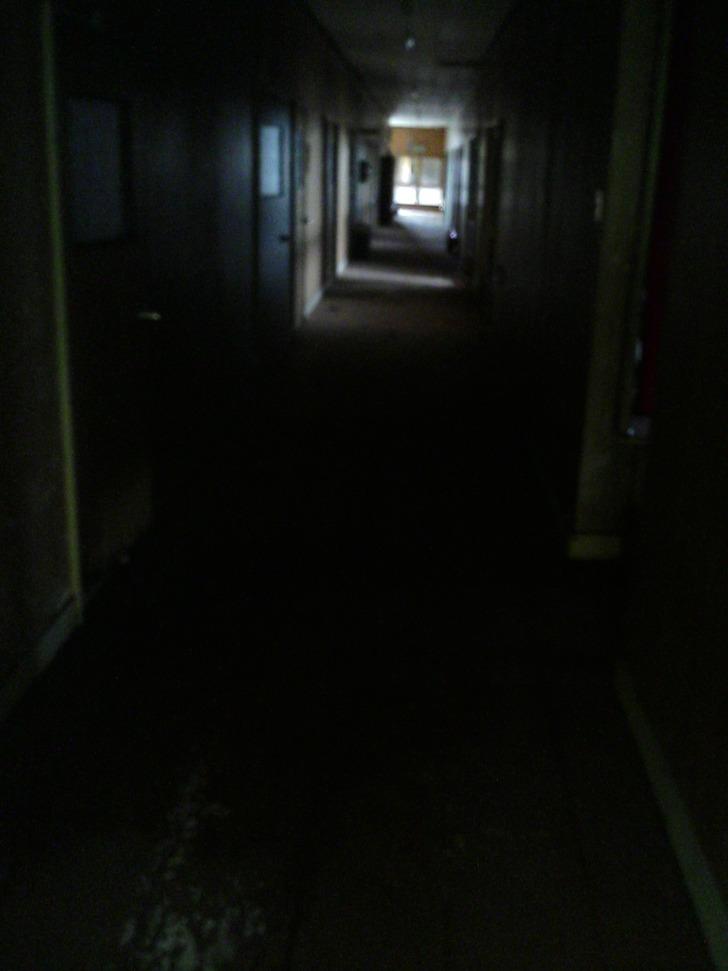 暗がりの廊下